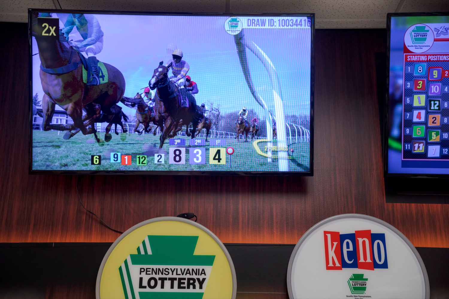 """<a href=""""http://filesource.abacast.com/commonwealthofpa/photo/17265_Lottery_Derby_Cash_NK_004.JPG"""" target=""""_blank"""">⇣Download Photo<br></a>The Pennsylvania Lottery today launched Derby Cash Horse Racing, a new and highly anticipated virtual horse racing game that will have players on the edge of their seats. Every five minutes, players have the chance to win up to $800,000 on a $1 play. Purchases can be made anywhere Lottery games are sold and races can be watched at nearly 2,000 of the Lotterys retailers, mainly at bars and restaurants."""