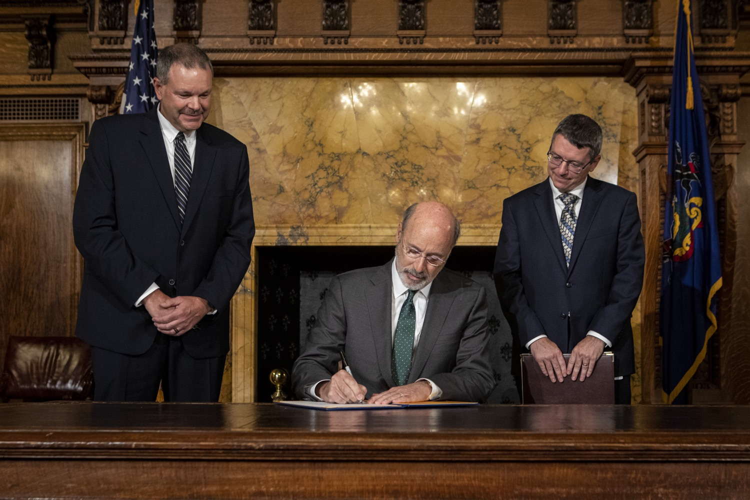 "<a href=""http://filesource.abacast.com/commonwealthofpa/photo/17469_GOV_ClimateChange_DE_001.jpg"" target=""_blank"">⇣ Download Photo<br></a>Governor Wolf Takes Executive Action to Combat Climate Change, Carbon Emissions"