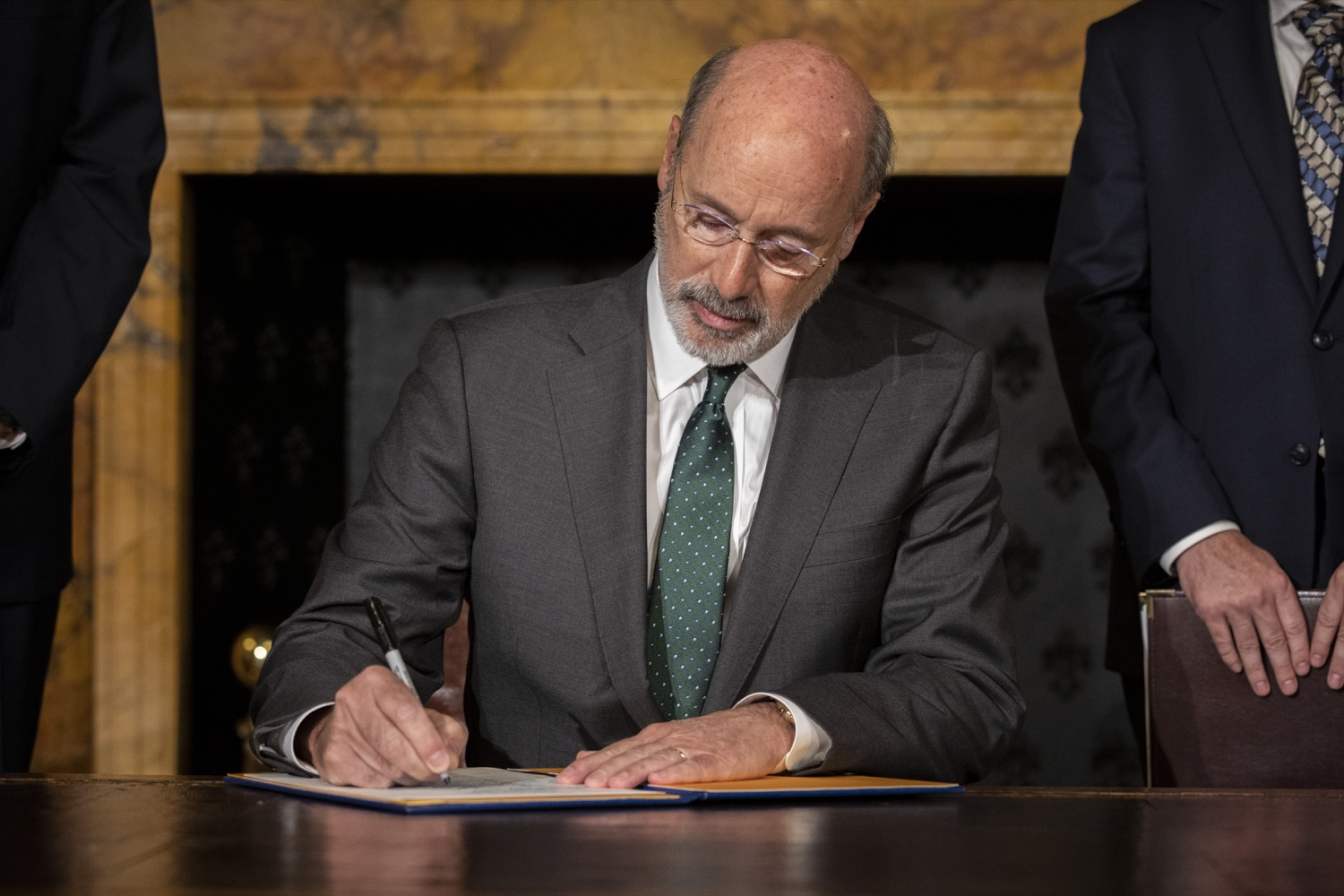 "<a href=""http://filesource.abacast.com/commonwealthofpa/photo/17469_GOV_ClimateChange_DE_002.jpg"" target=""_blank"">⇣ Download Photo<br></a>Governor Wolf Takes Executive Action to Combat Climate Change, Carbon Emissions"