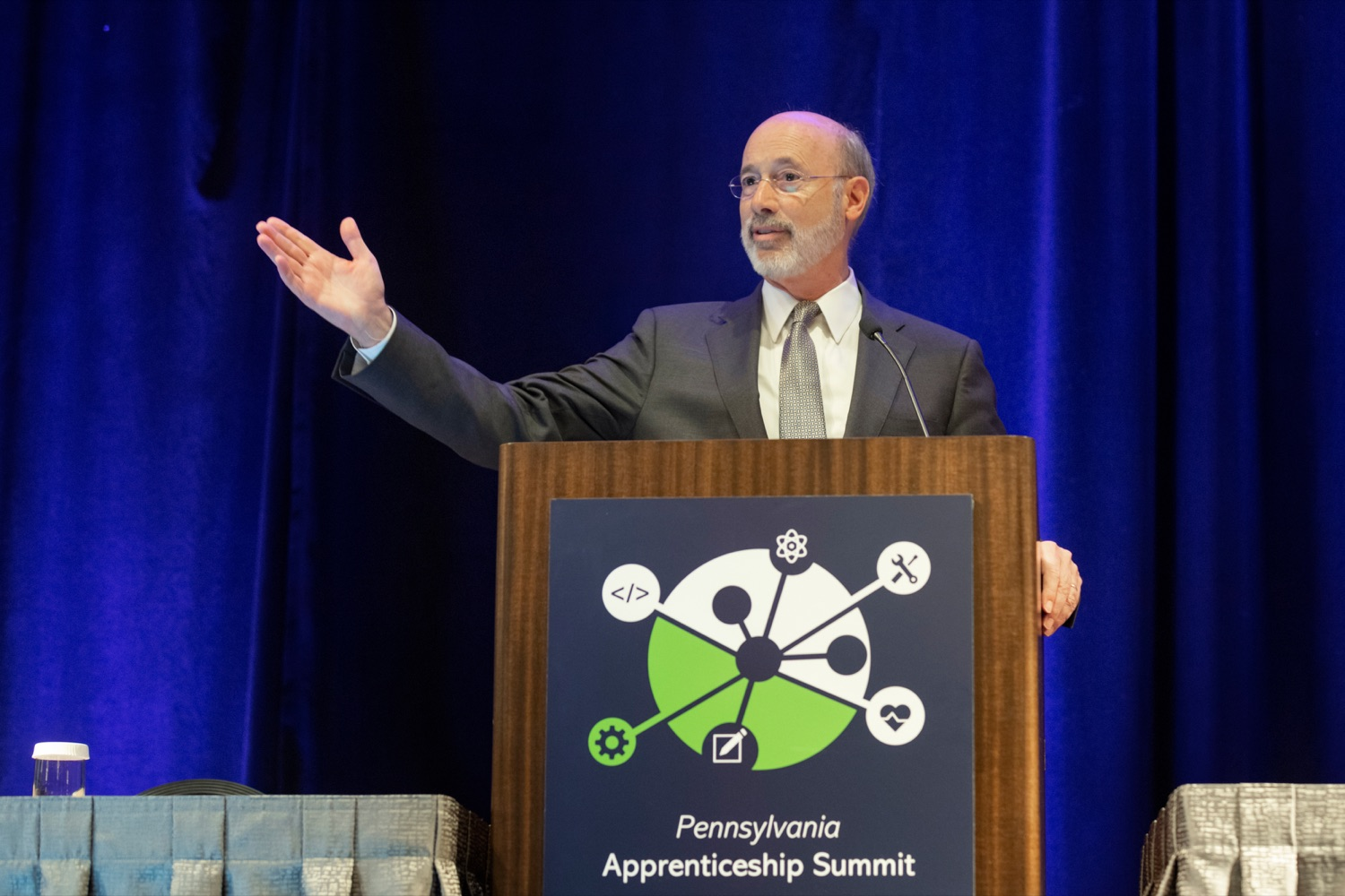 """<a href=""""http://filesource.abacast.com/commonwealthofpa/photo/17520_LandI_Apprenticeships_NK_002.JPG"""" target=""""_blank"""">⇣Download Photo<br></a>Pennsylvania Governor Tom Wolf speaks during the 2019 Pennsylvania Apprenticeship Summit at Hershey Lodge on Thursday, October 31, 2019."""
