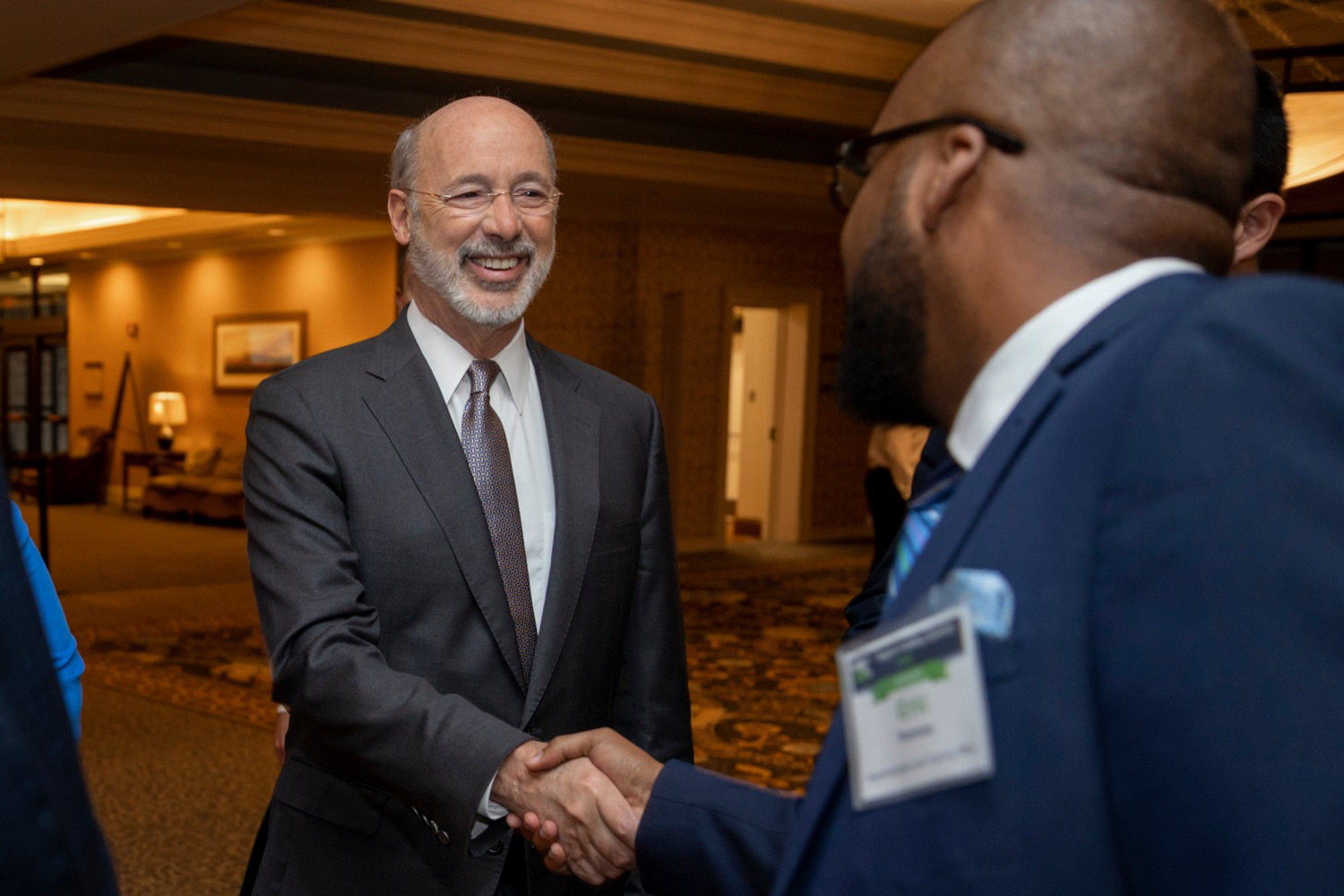 """<a href=""""http://filesource.abacast.com/commonwealthofpa/photo/17520_LandI_Apprenticeships_NK_003.JPG"""" target=""""_blank"""">⇣Download Photo<br></a>Pennsylvania Governor Tom Wolf shakes hands with Eric Ramsay, director of Apprenticeship and Training Office, during the 2019 Pennsylvania Apprenticeship Summit at Hershey Lodge on Thursday, October 31, 2019."""