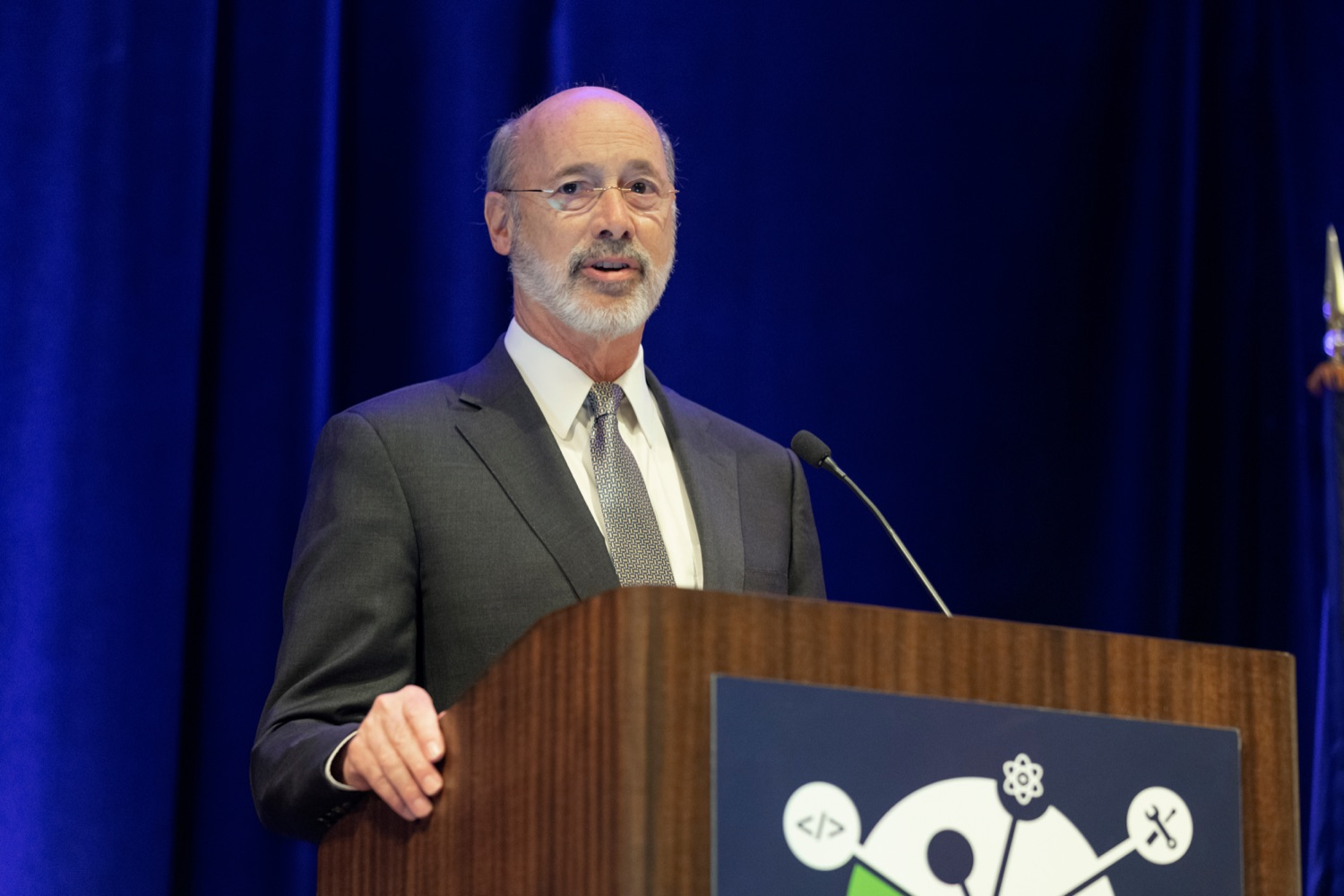 """<a href=""""http://filesource.abacast.com/commonwealthofpa/photo/17520_LandI_Apprenticeships_NK_011.JPG"""" target=""""_blank"""">⇣Download Photo<br></a>Pennsylvania Governor Tom Wolf speaks during the 2019 Pennsylvania Apprenticeship Summit at Hershey Lodge on Thursday, October 31, 2019."""