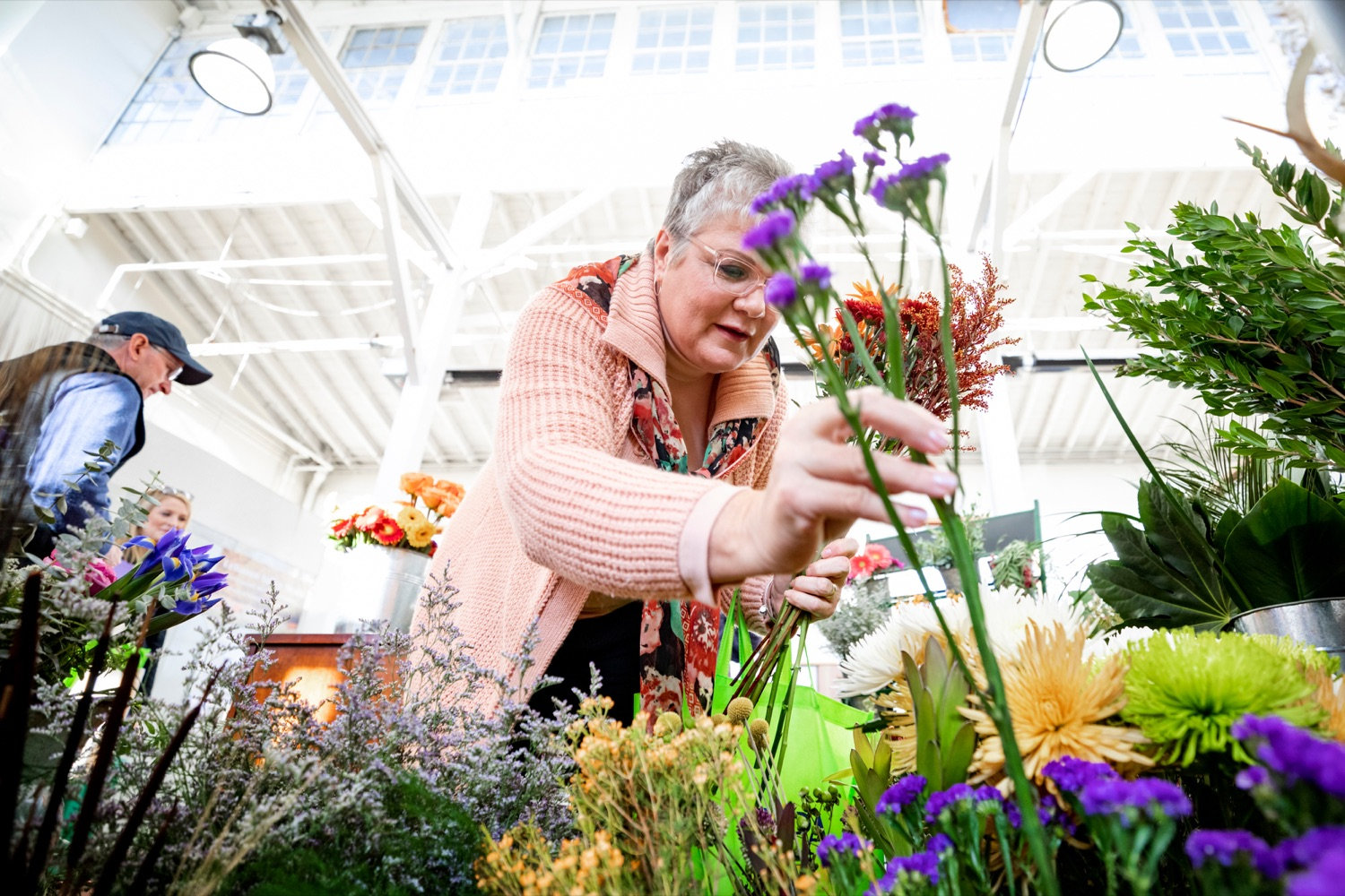 "<a href=""http://filesource.abacast.com/commonwealthofpa/photo/17546_AGRIC_Buy_Local_NK_009.JPG"" target=""_blank"">⇣ Download Photo<br></a>Nina Redding picks out flowers from D. McGee Design Studio while grocery shopping for Thanksgiving inside Broad Street Market on Thursday, November 21, 2019."
