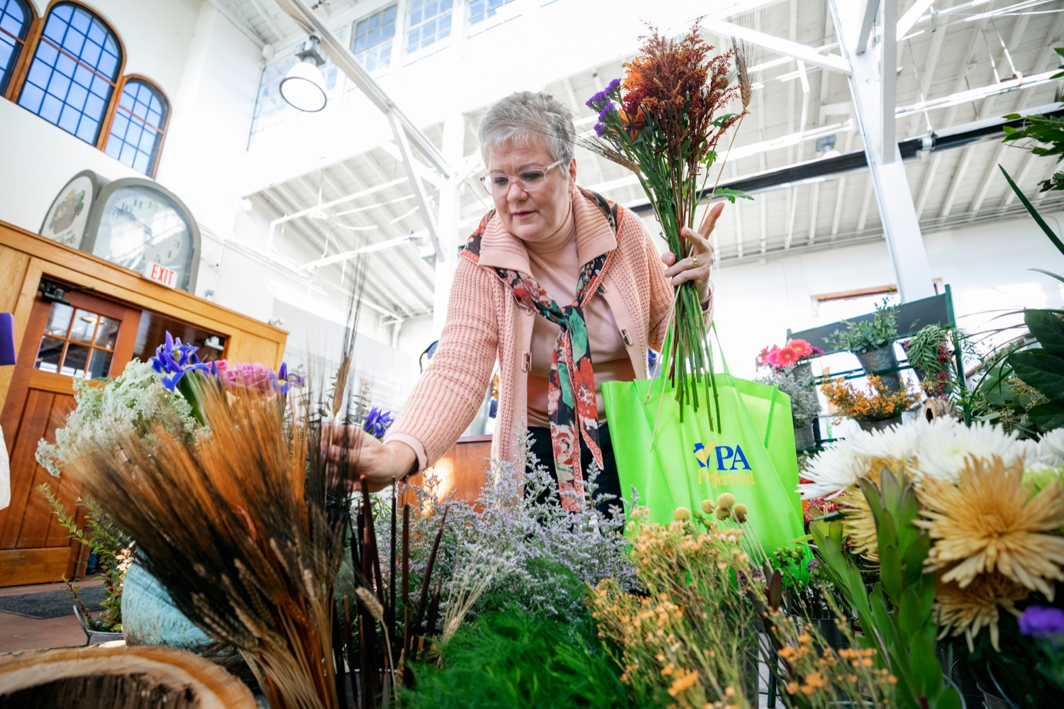 "<a href=""http://filesource.abacast.com/commonwealthofpa/photo/17546_AGRIC_Buy_Local_NK_012.JPG"" target=""_blank"">⇣ Download Photo<br></a>Nina Redding picks out flowers from D. McGee Design Studio while grocery shopping for Thanksgiving inside Broad Street Market on Thursday, November 21, 2019."