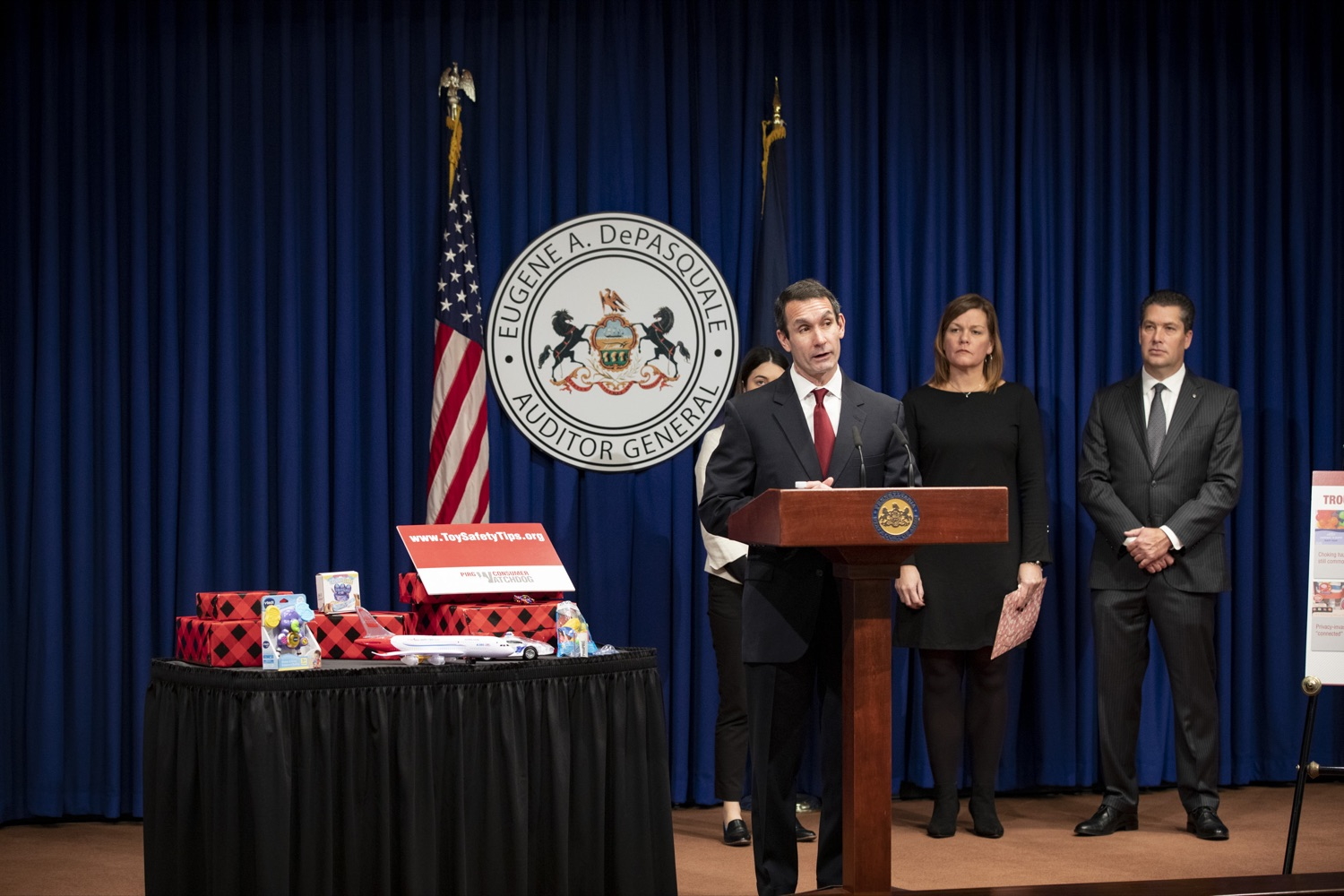 """<a href=""""http://filesource.abacast.com/commonwealthofpa/photo/17610_AUDGEN_TOY_SAFETY_CZ_07.JPG"""" target=""""_blank"""">⇣Download Photo<br></a>Auditor General Eugene DePasquale announces the release of the 34th annual Trouble in Toyland report, advising to recall and remove hazardous toys from store shelves, at the Harrisburg Capitol on November 21, 2019."""