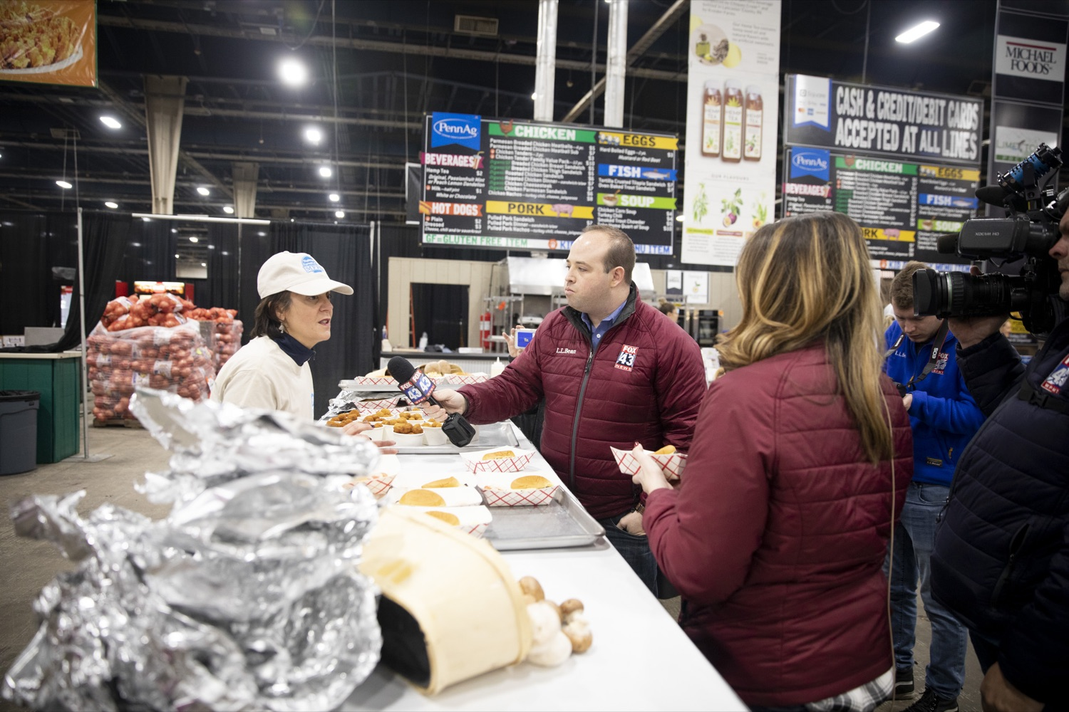 """<a href=""""http://filesource.abacast.com/commonwealthofpa/photo/17658_FARM_SHOW_FIRST_TASTE_CZ_07.JPG"""" target=""""_blank"""">⇣Download Photo<br></a>Reporter Matt Maisel samples a blended burger from Gail Ferranto of the Mushroom Farmers of Pennsylvania at the Pennsylvania Farm Show Food Court in Harrisburg on January 2, 2020."""